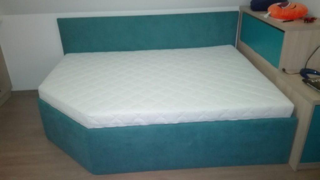 speciální postel