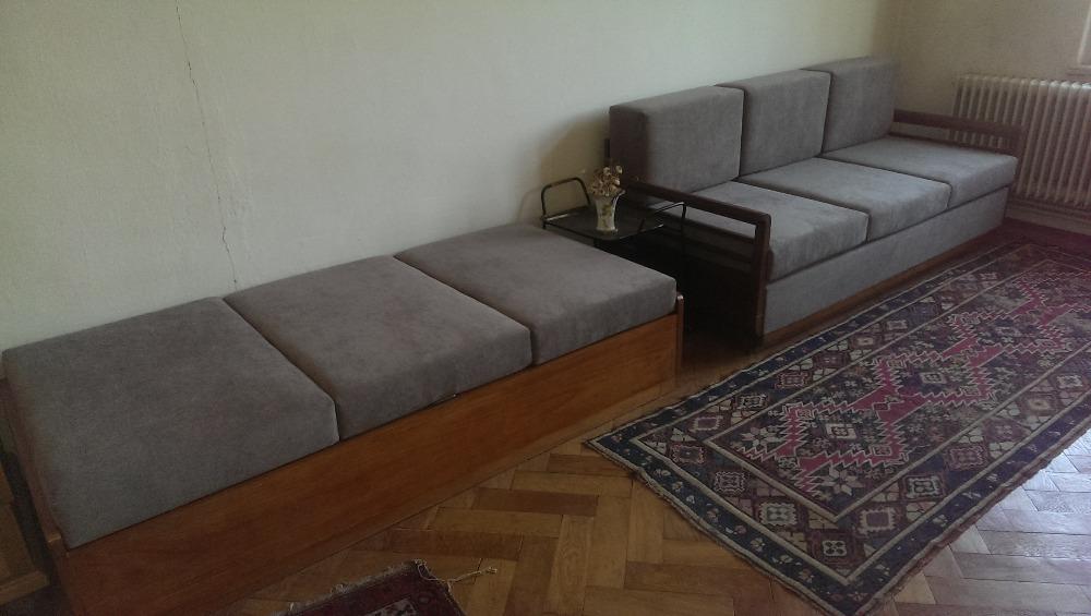 gauč a postel
